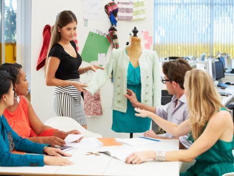 meeting-in-fashion-design-studio-P4BG6M7vbvm